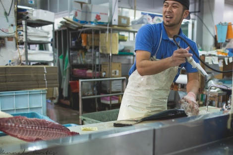 preparing fish for a customer