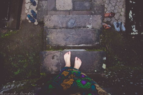 bare feet & sarongs at Gunung Kawi